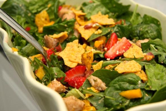 Salat með sesamkjúklingi