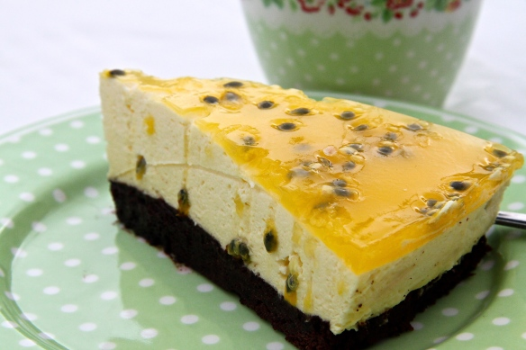 Brownie-terta með ástaraldinfrauði