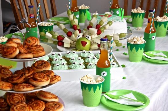 Afmælisveisla og muffins með vanillusmjörkremi