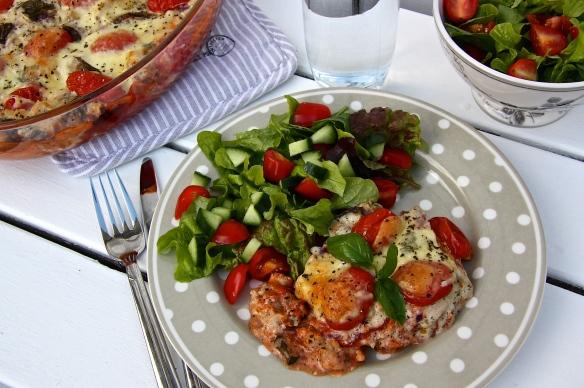 KJúklingalasagna með mozzarella, basilku og tómötum